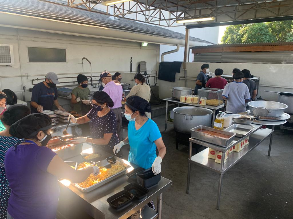 A few weeks into the Grocery Drive, our volunteers had a brilliant idea to utilize the kitchen to serve freshly prepared meals along with the groceries. We initiated this project by preparing 100 meals.